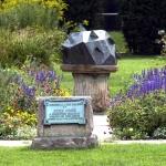 1480-gardensundial-half